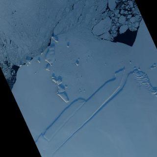 iceberg-shadow-ragnhild-110103-02