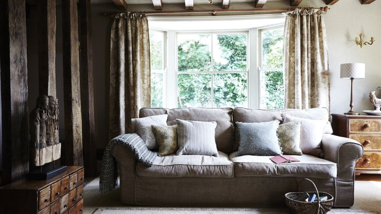 living room in old coaching inn