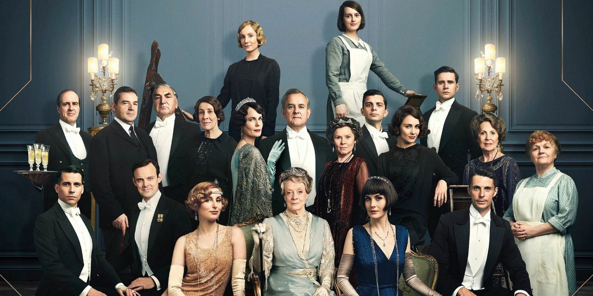 Downton Abbey full cast shot in a beautiful room