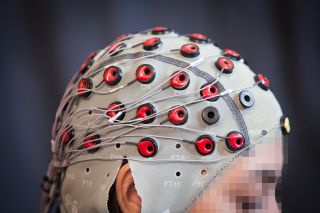 The system uses EEG brain signals to detect if a person notices robots making a mistake.