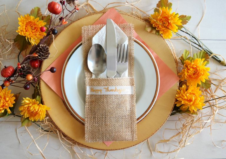Thanksgiving silverware holder: Burlap Cutlery Pocket