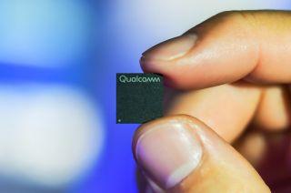 Qualcomm Snapdragon 7c chipset held in between two fingers