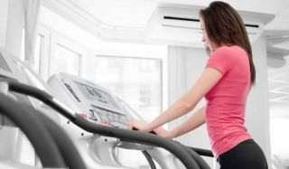 woman-treadmill-100812-02