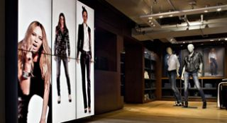 Five Challenges of Retrofitting for Digital Signage