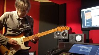 Eric Johnson plays Led Zeppelin's Stairway to Heaven