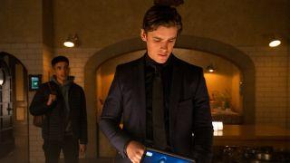 Tim Drake speaking with Dick Grayson in Titans Season 3