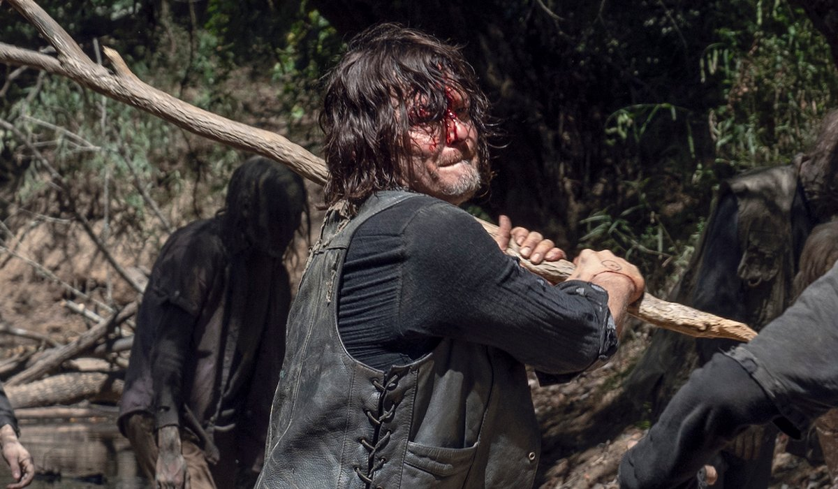 the walking dead daryl swinging a branch at a walker