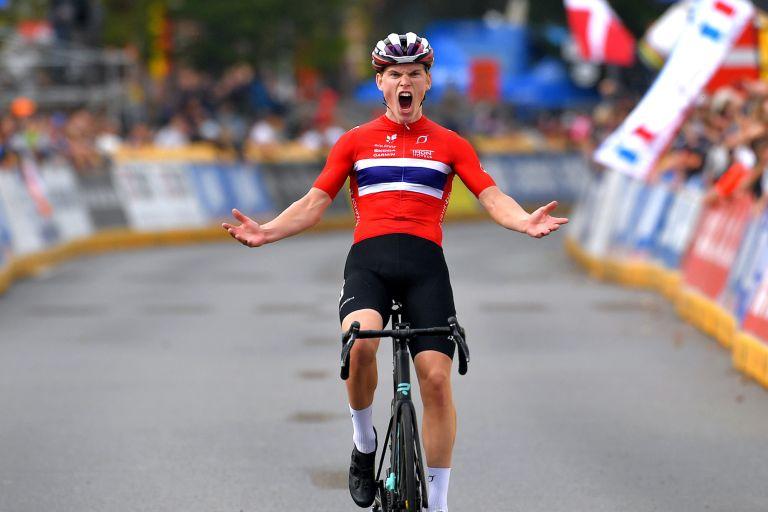 Hagenes wins the junior men's road race