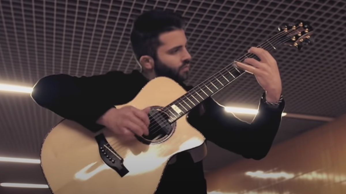 """Watch This Astonishing, One-Man-Band Acoustic Cover of Led Zeppelin's """"Whole Lotta Love"""""""