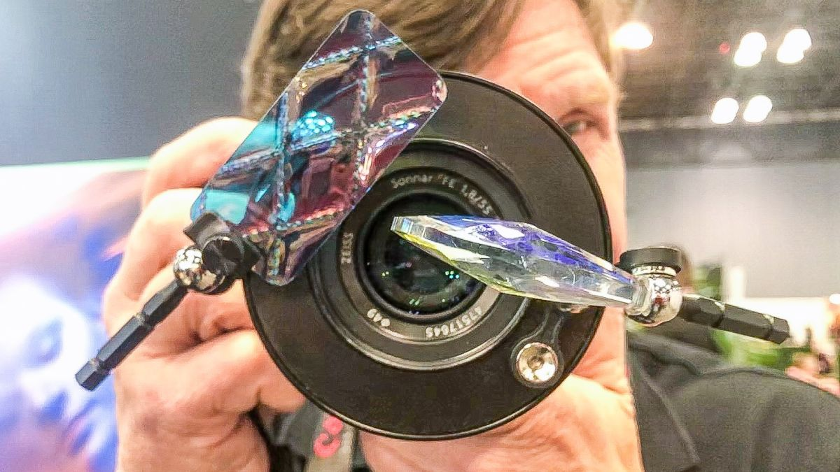 Lensbaby Omni adds more psychedelic flare to its box of funky effects