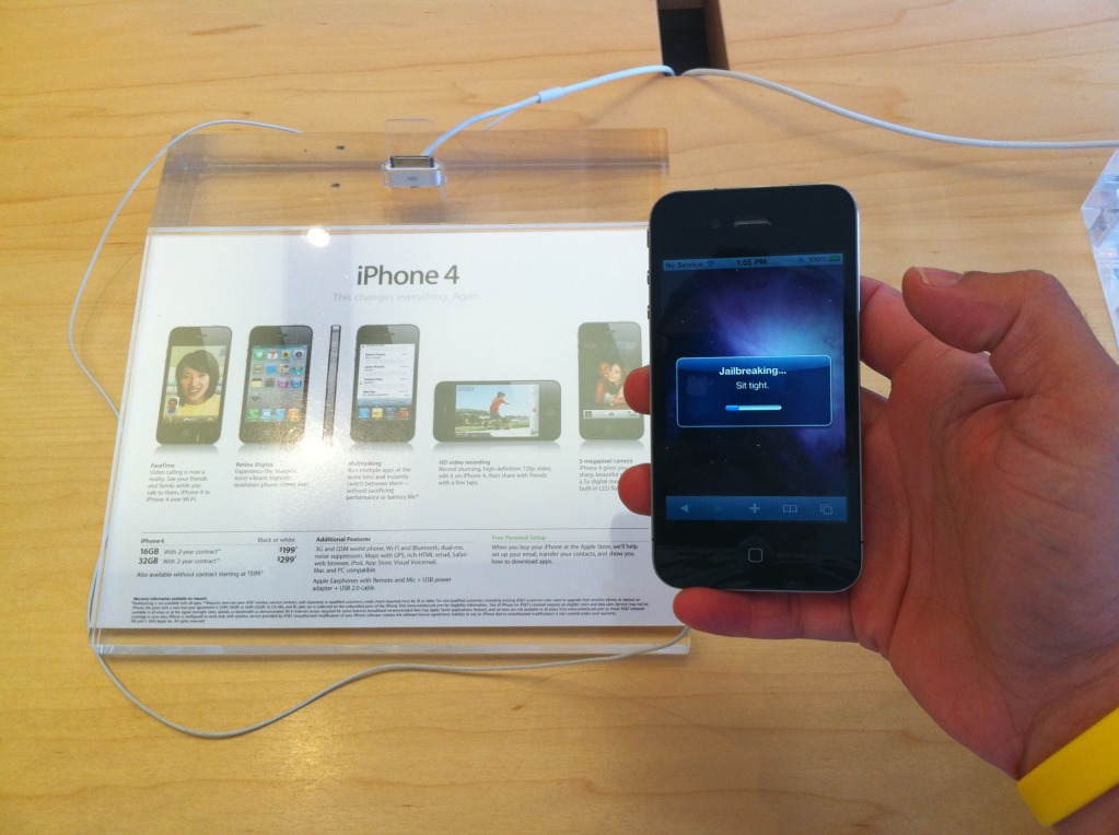 iPhone 4 Hacked for Jailbroken Carrier Unlock | Tom's Guide