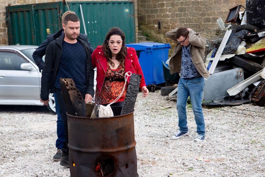 Aaron rebukes Mandy in Emmerdale