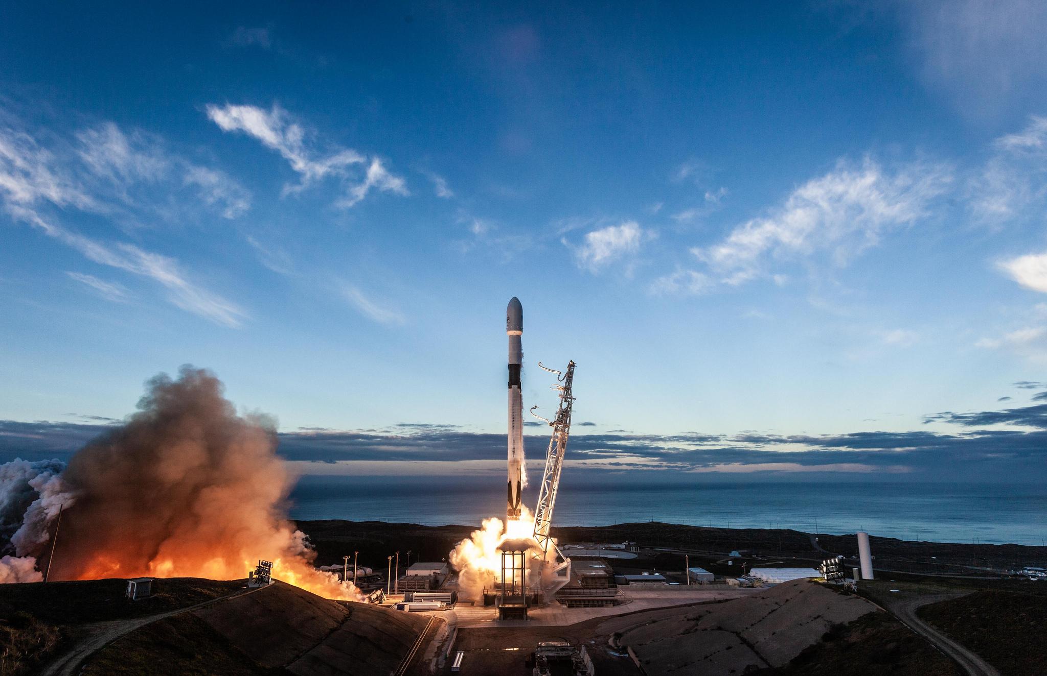 Spacex Launches 10 Iridium Satellites Into Orbit Then