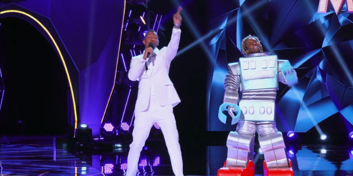 Lil Wayne As The Robot on The Masked Singer