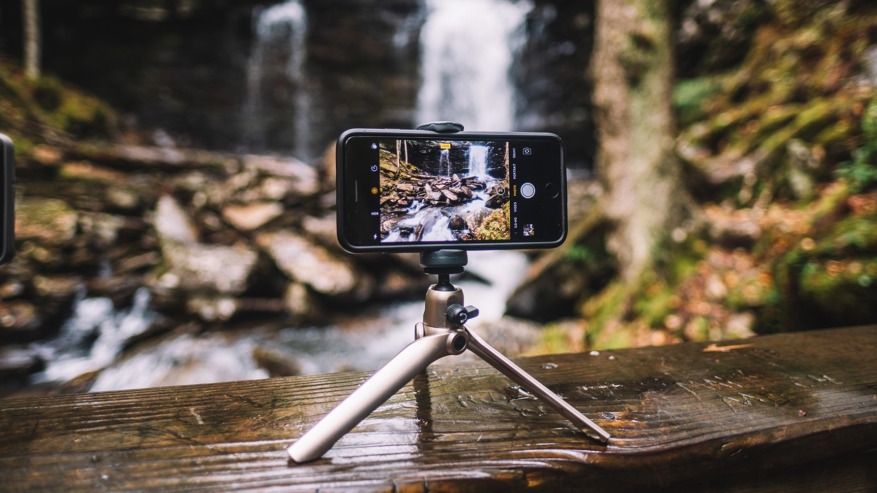 Vanguard Vesta Mini: pocket-sized support for pocket cameras and iPhones