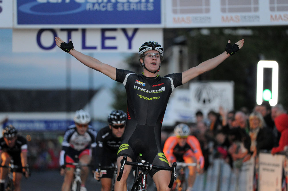 Scott Thwaites wins, Otley crit 2011