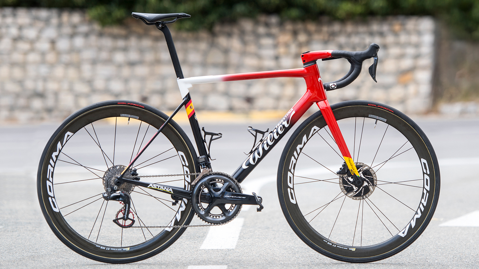 Luis Leon Sanchez's Spanish champion's themed Wilier Zero SLR