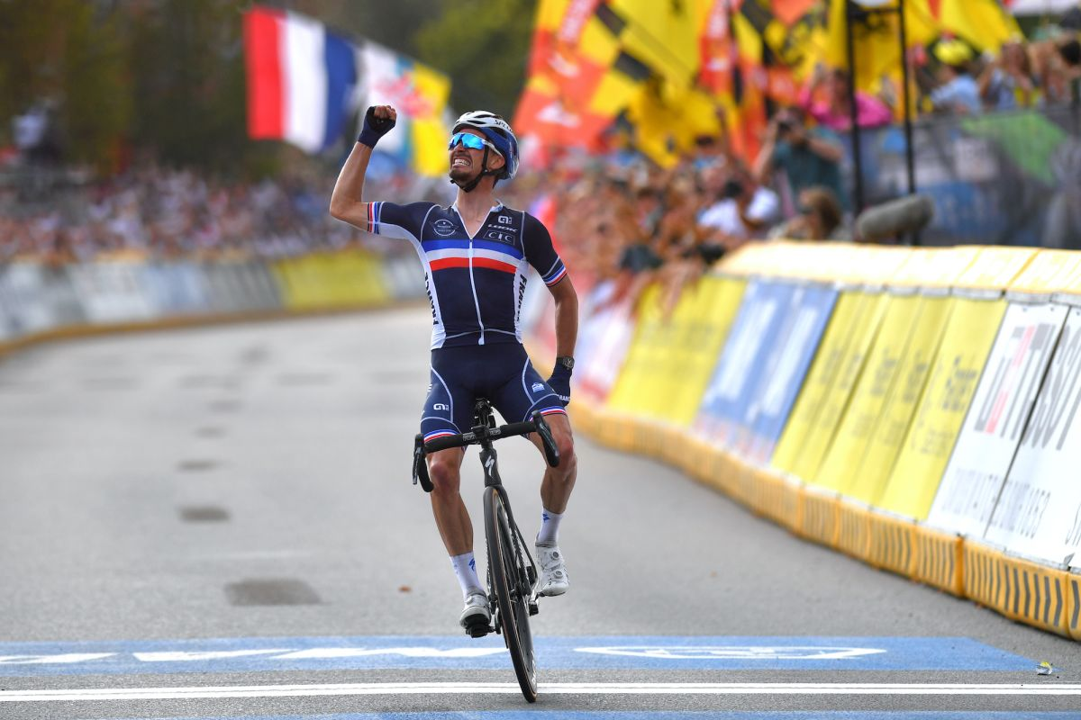Julian Alaphilippe solos to heroic defence in men's 2021 World Championships road race