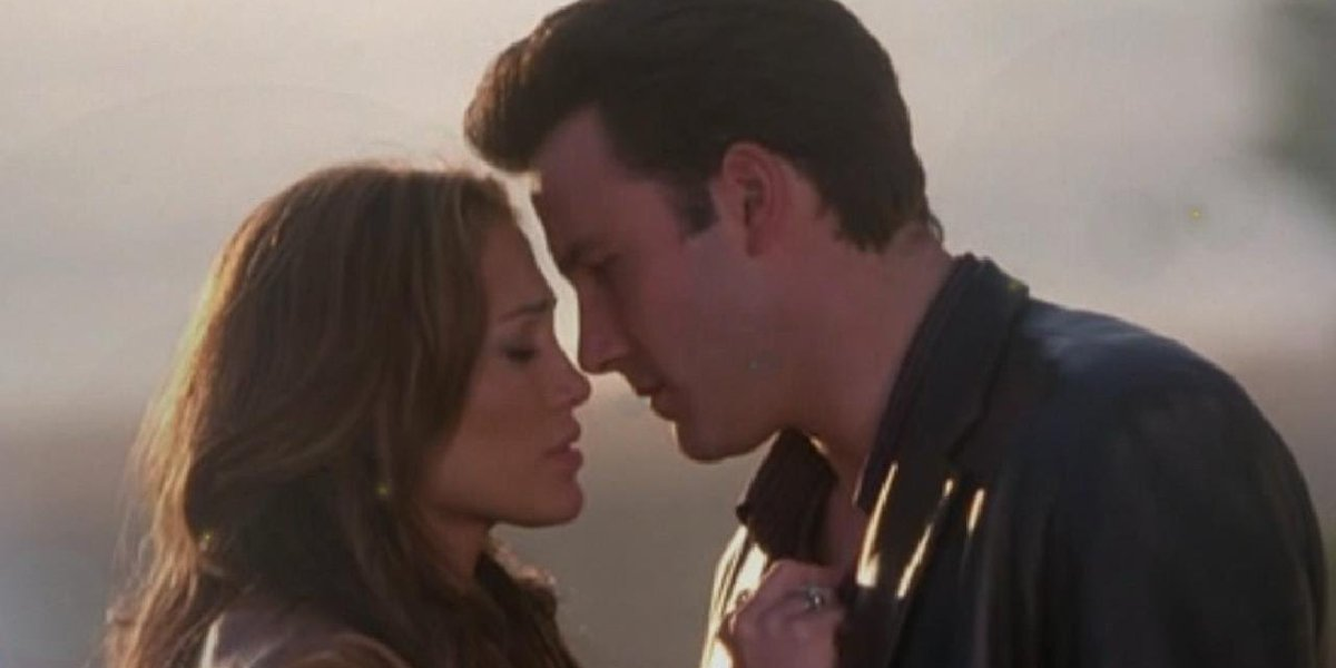 Ben Affleck and Jennifer Lopez getting closer for a kiss in Gigli.