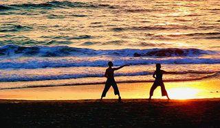 tai-chi-beach-110316-02