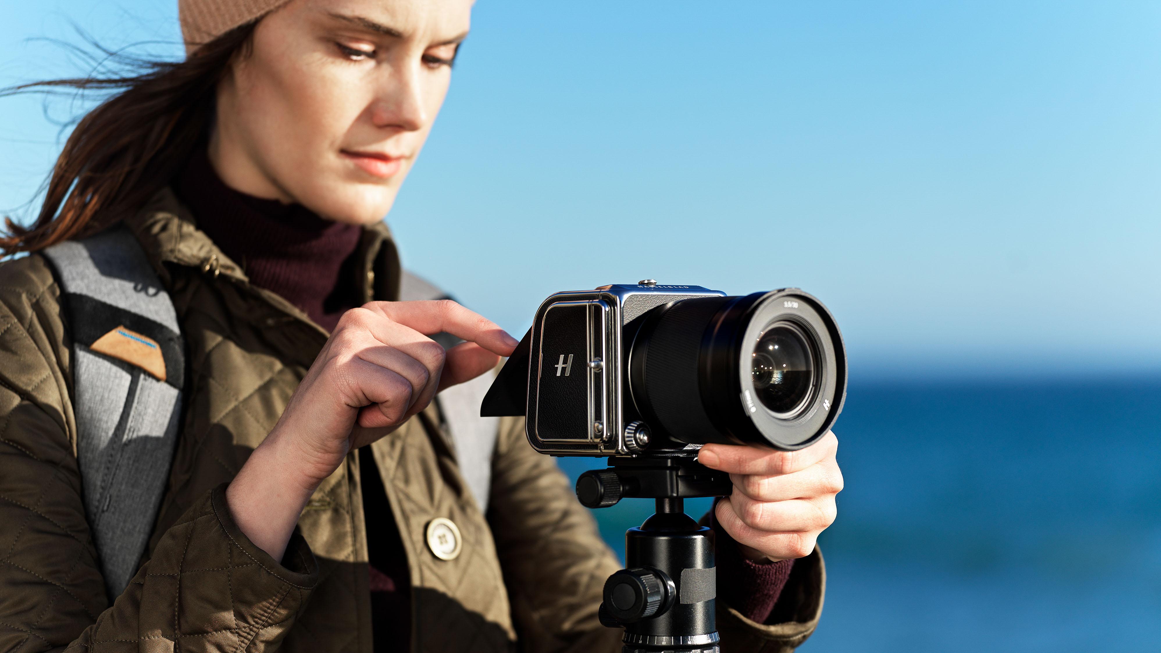 Hasselblad CFV II 50C brings 60-year-old medium format V