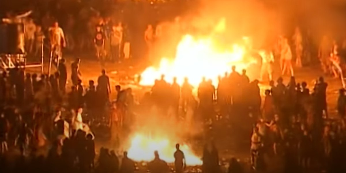 Woodstock '99 attendees start large fires on the final night