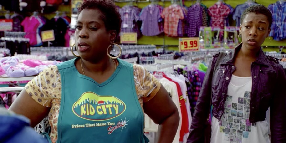 Samira Wiley as Tina in a clothing store in The Sitter.