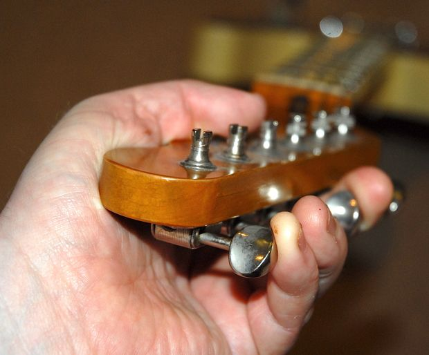 How to Tell If Your Guitar's Neck Needs to be Adjusted