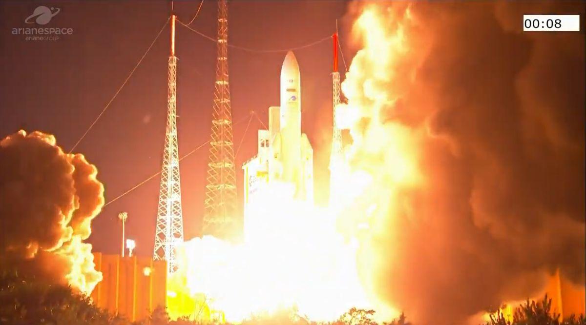 Ariane 5 rocket launches robotic space tug into orbit alongside 2 communications satellites