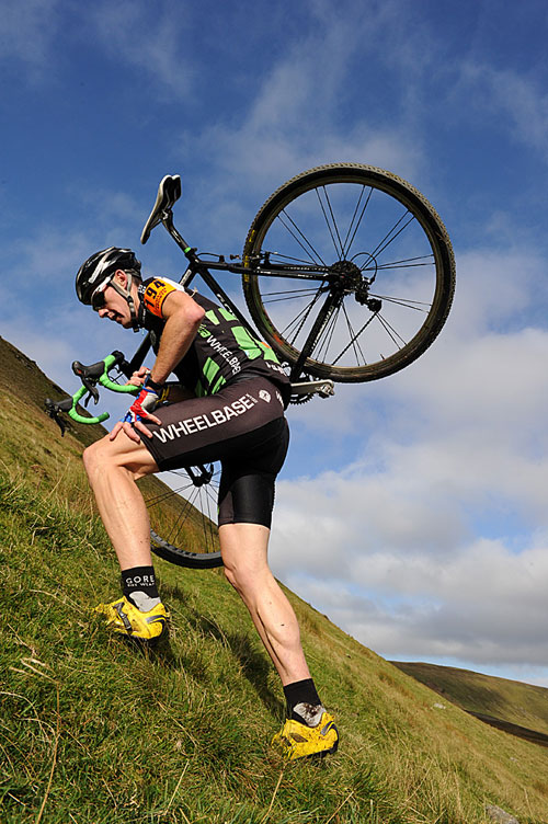 Rob Jebb on Simon Fell, Three Peaks Cyclo-Cross 2010