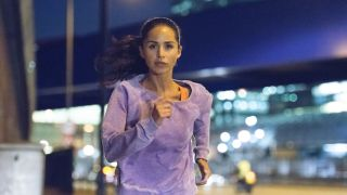 Does running build muscle? Image shows runner at night