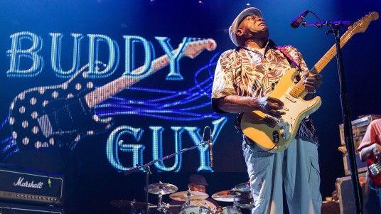 Watch Buddy Guy Mesmerize the Guitar Center