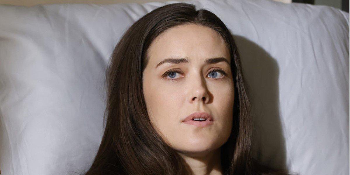 megan boone's liz keen laying in bed in the blacklist season 8 finale