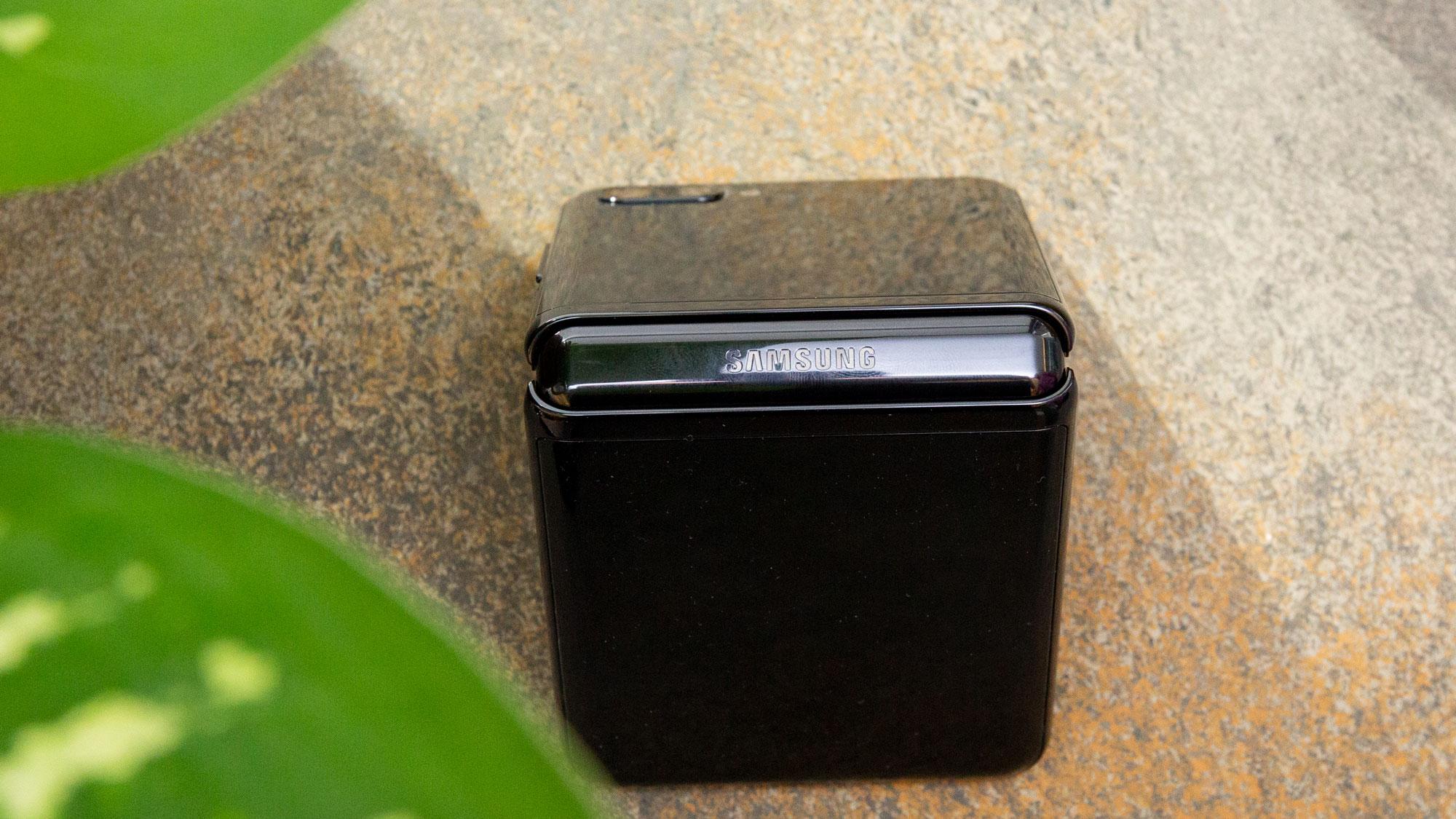 Galaxy Z Flip'in dış ekranı ve kameraları