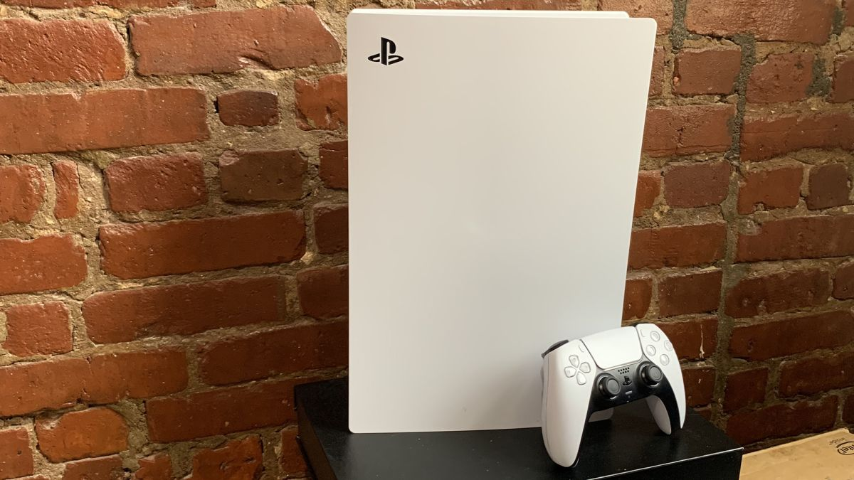 Now, this is next-gen. Sporting a funky, futuristic, intergalacticexpialidocious look, the PS5 screams next-gen. And thankfully, the console has the t