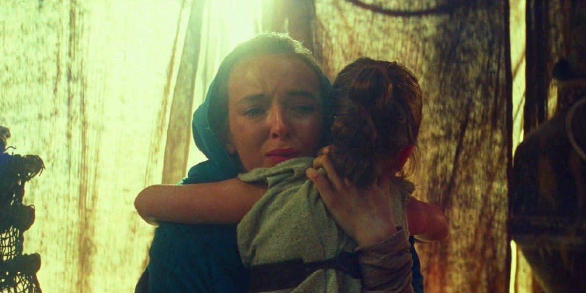 Rey's Mother (Jodie Comer) hugs young Rey goodbye in Star Wars: The Rise of Skywalker (2019)