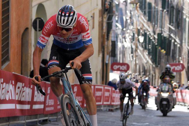 Il momento della rasoiata di Van der Poel sul muro di Santa Caterina a Siena (Getty Images Sport)