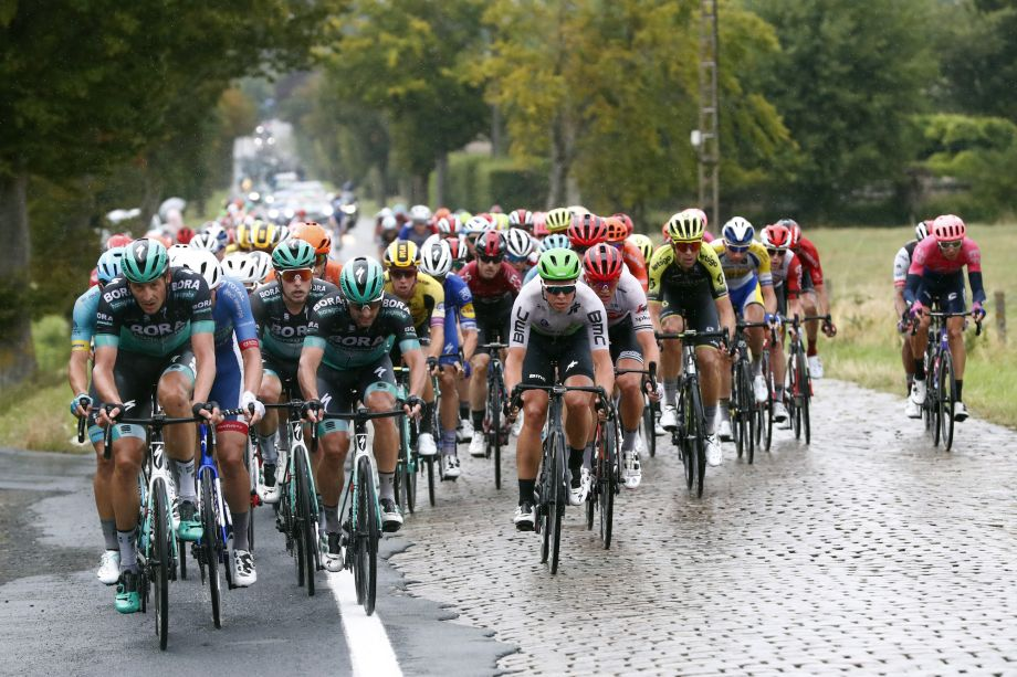 Riders hit out at BinckBank Tour's 'crazy and dangerous' finals