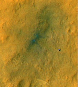 Curiosity Tracks Its Tracks