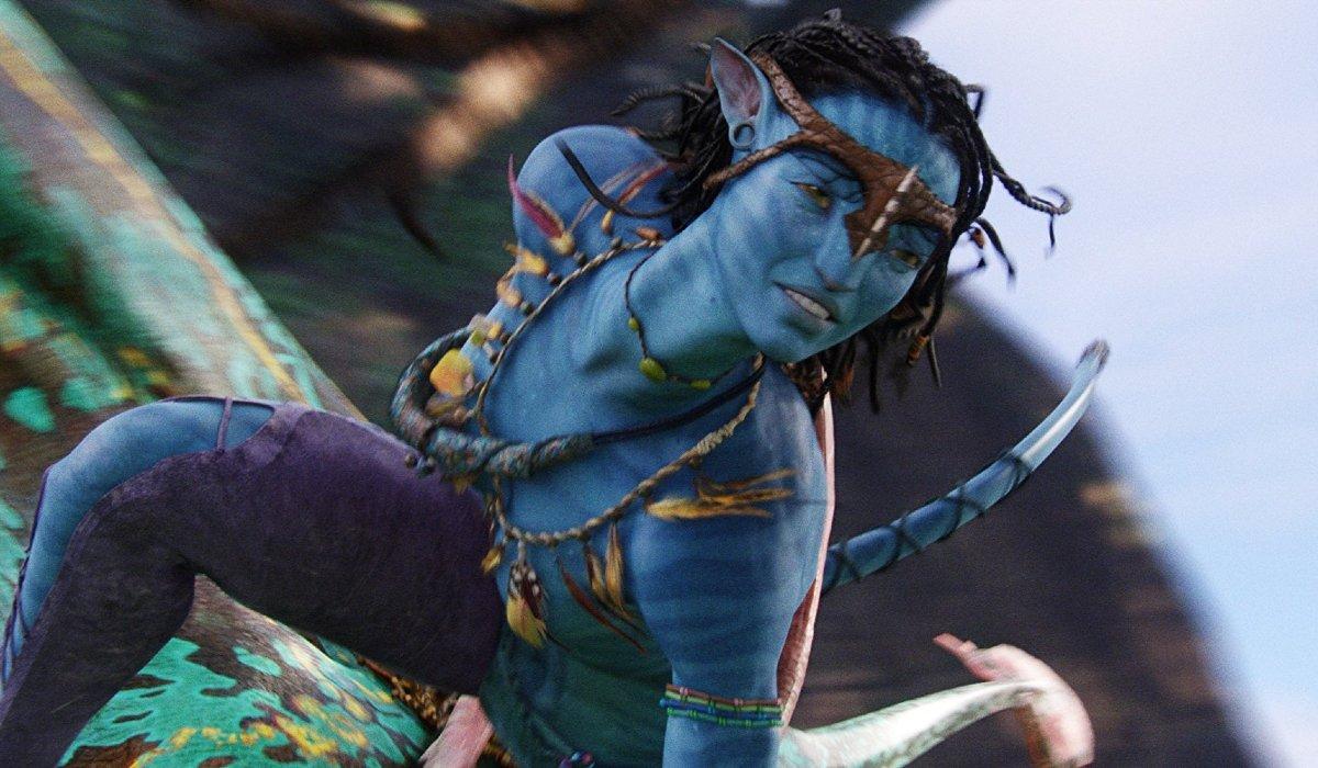Avatar Neytiri flying on the back of a dragon