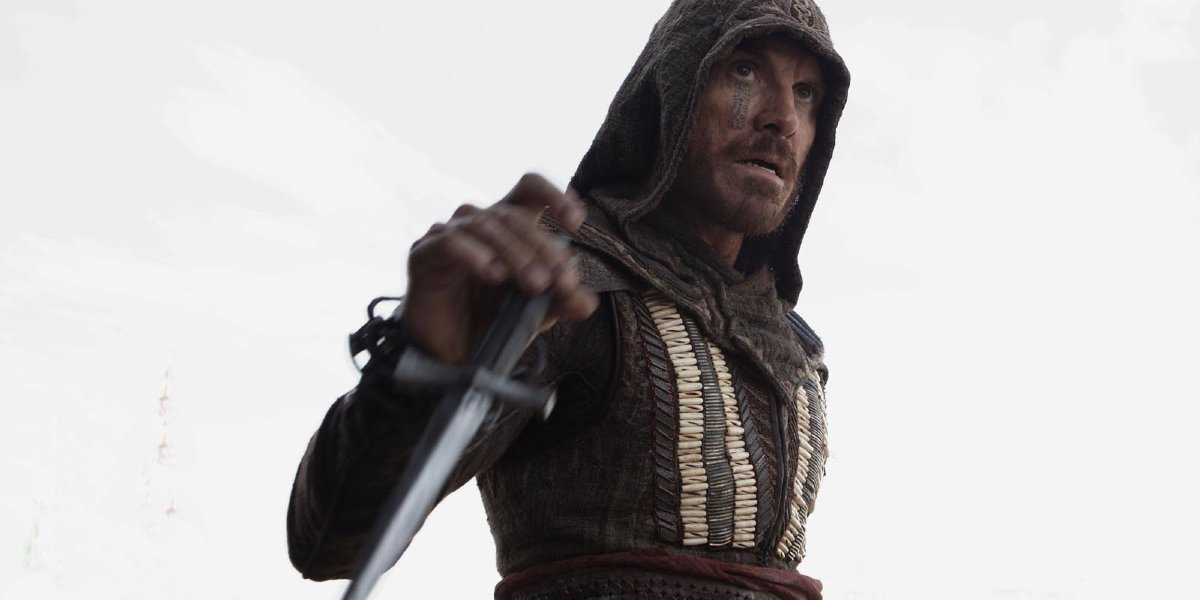Assassin's Creed Michael Fassbender wields his dagger