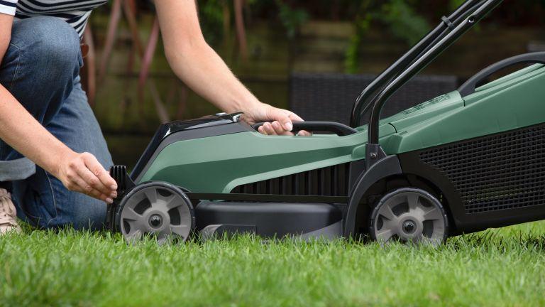 Bosch CityMower 18 lawn mower review