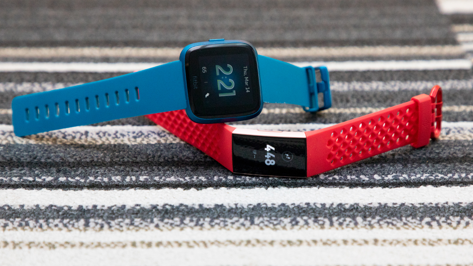 Fitbit Versa Lite vs  Fitbit Charge 3: Which Fitbit Wins