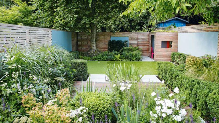 small narrow garden – Alan Titchmarsh small garden design tips