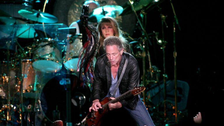 Stevie Nicks and Lindsey Buckingham performing before Fleetwood Mac split.