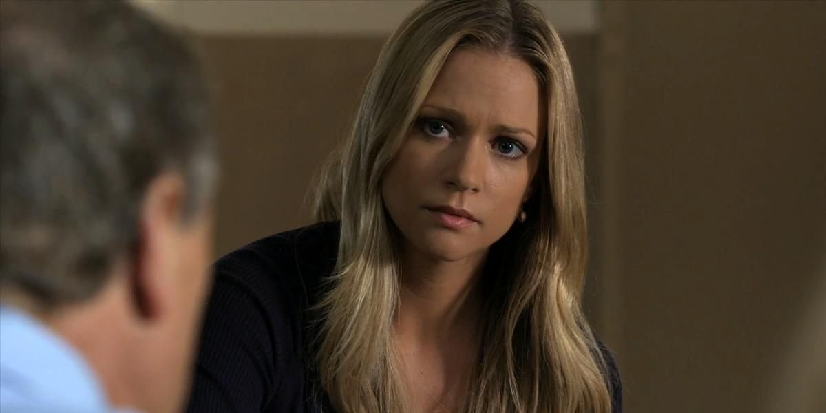 """A.J. Cook as Jennifer """"JJ"""" Jereau on Criminal Minds"""