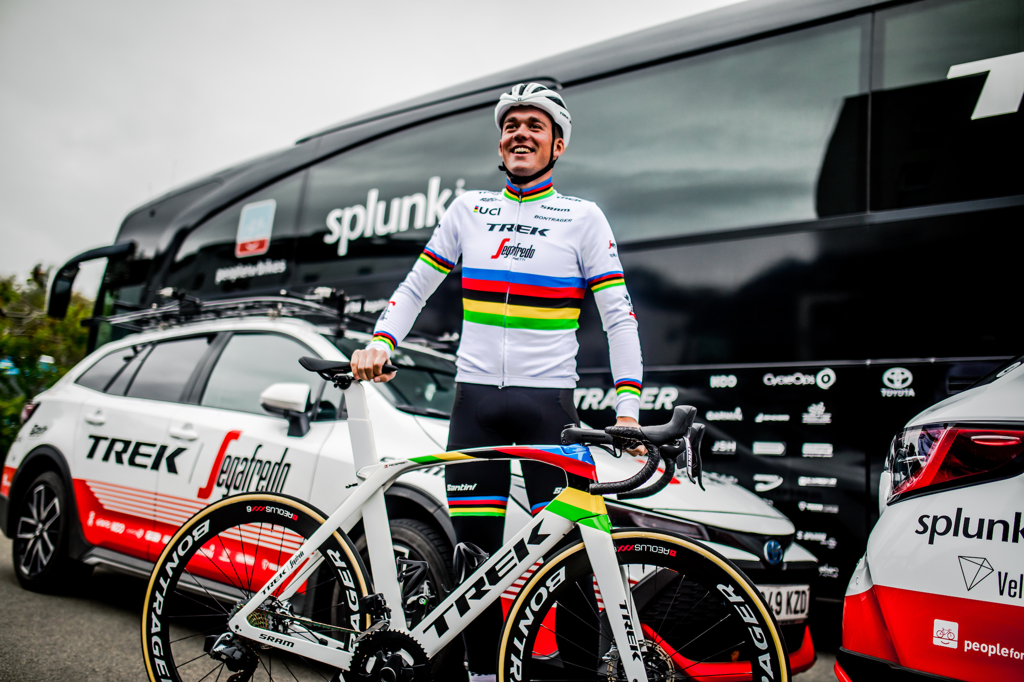 Mads Pedersen unveils rainbow jersey and bike at first race since becoming World Champion