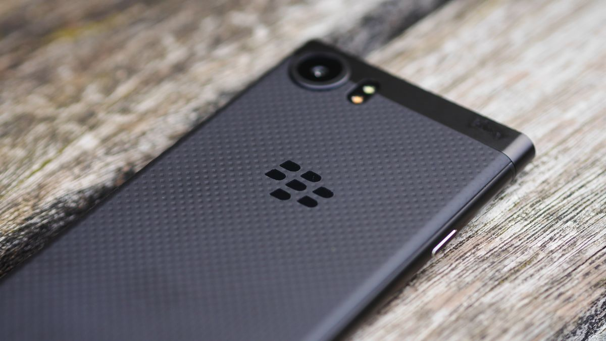 Turns out the BlackBerry app store is still open - and it will be