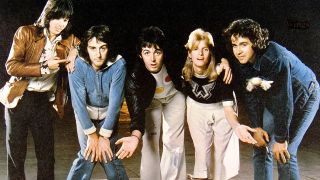 A photograph of Wings in 1975, L-R: Jimmy McCulloch, Denny Laine, Paul McCartney, Linda McCartney, Joe English