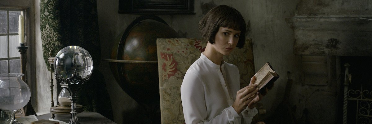 Katherine Waterston in Fantastic Beasts: The Crimes of Grindelwald